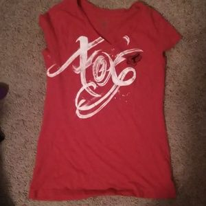 Red fitted fox shirt